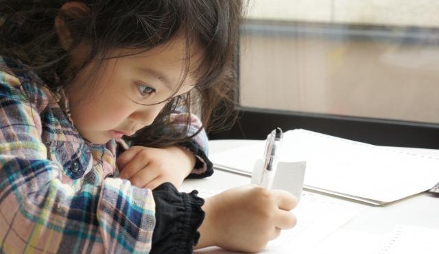 英語の聞き流し学習に最適なのは子どものうちから?